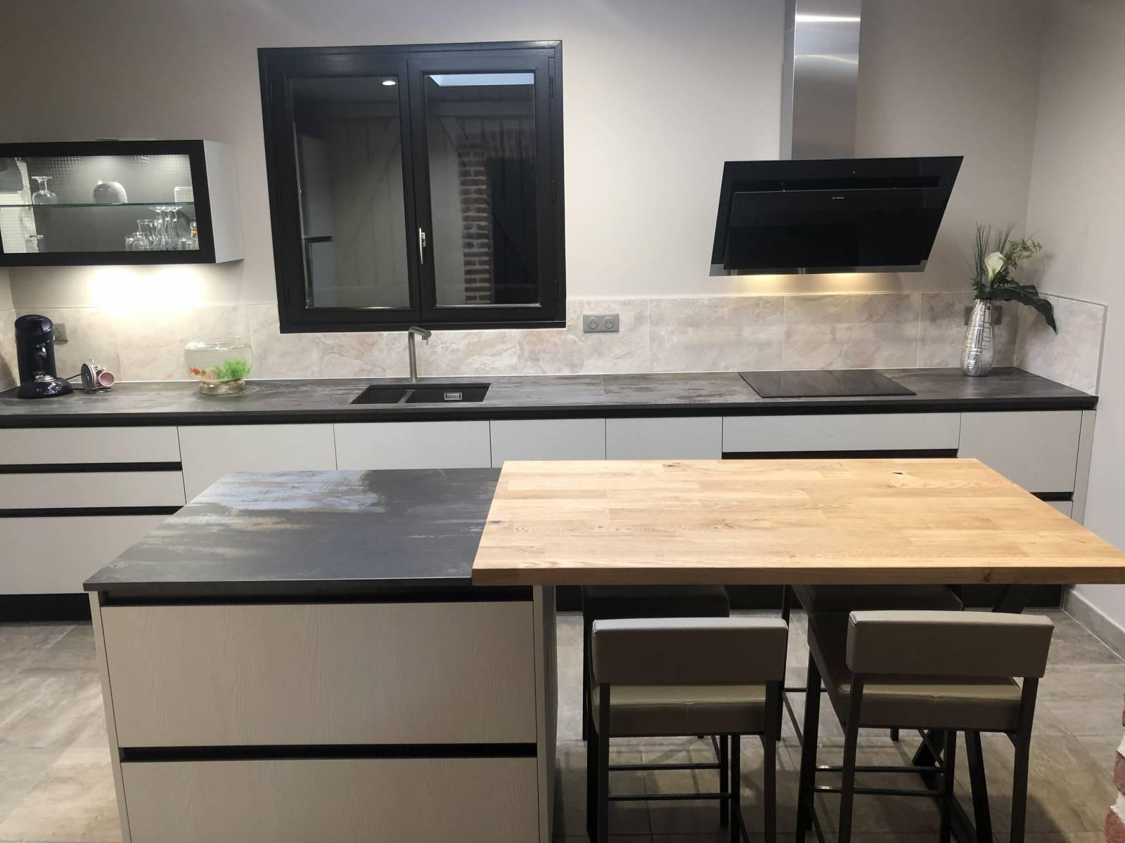 Ilot Central Et Table installation d'une cuisine aménagée avec îlot central, le