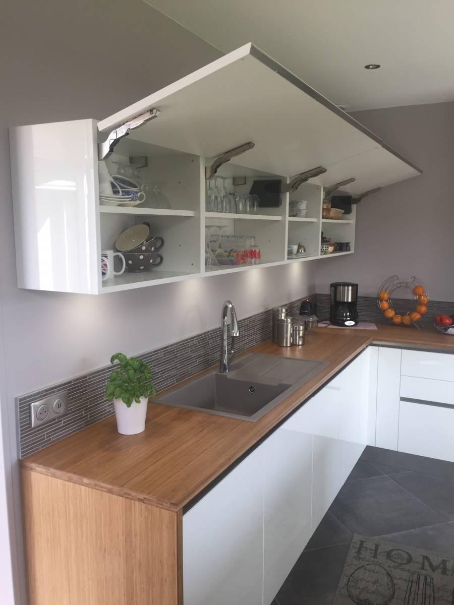 pose d 39 une cuisine blanche et bambou sainte adresse odyss e. Black Bedroom Furniture Sets. Home Design Ideas